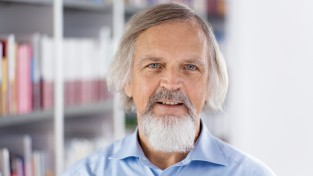 Dr. Wolfgang Caesar (cae)