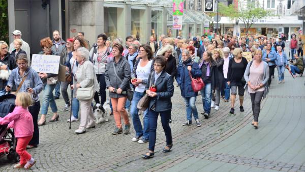 Bottroper demonstrieren vor Zyto-Apotheke
