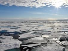 Eisdecke auf dem Arktischen Ozean am Nordpol. Foto: Ulf Mauder/Archiv