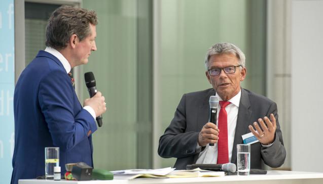 """Von Hirschhausen und G-BA-Chef Josef Hecken: Der G-BA will seinen Internetauftritt anpassen, um Themen für Laien leichter auffindbar zu machen. Die Infos soll es dann in """"leichter Sprache"""" geben."""