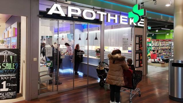 Dürfen in Apotheken im Aargau, so wie in dieser Center-Apotheke, bald Impfungen angeboten werden? (Foto: imago)