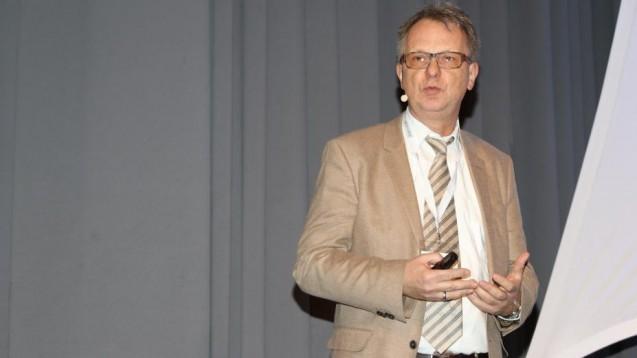 Professor Christian Behl vom Institut für Physiologische Chemie der Universität Mainz auf dem Pharmacon in Schladming. (Foto: jb / daz.online)