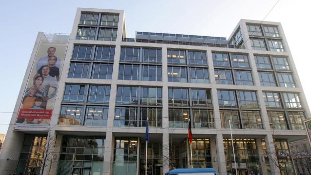 Apotheke vor Ort vor ausländischer Konkurrenz schützen: Das Bundesgesundheitsministerium will mit einem Gesetz zum Rx-Versandverbot inländische Apotheken vor der EU-Konkurrenz schützen. (Foto: dpa)