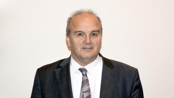 Froese zeigt neue Wege für Apotheken auf
