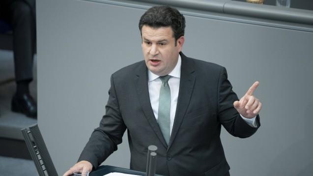 Bundesarbeitsminister Hubertus Heil (SPD) fordert kleine und mittlere Betriebe auf, trotz Corona weiter auszubilden. (Foto: imago images / Future Image)