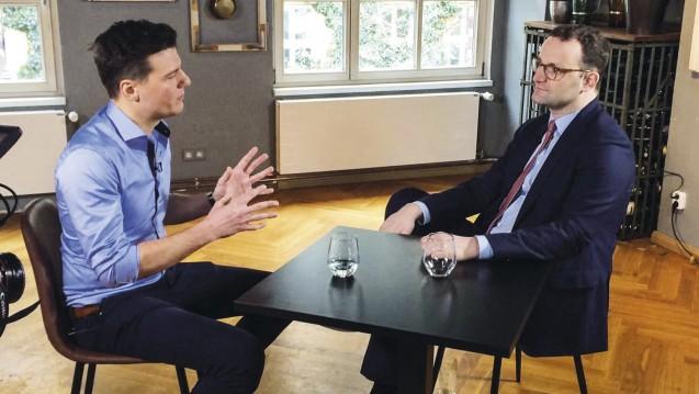 Apotheker Philipp Kircher (li.) im Gespräch mit Bundesgesundheitsminister Jens Spahn (CDU). (Foto: BAV)