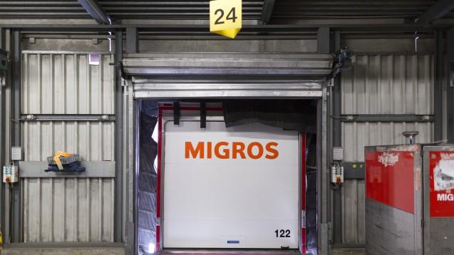 Shop-inShop: Der Schweizer Einzelhandelskonzern Migros – hier ein Blick in das Tiefkühllager und Logistik-Zentrum in Neuendorf, und der Apotheken-Versandhändler Zur Rose kooperieren. (Foto: dpa)