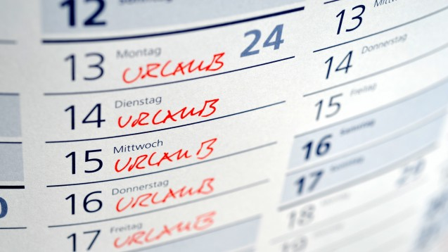 Urlaubswünsche sollten im Team frühzeitig kommuniziert werden. Bei Kollisionen am besten direkt mit dem Kollegen sprechen und gemeinsam eine Lösung suchen. (x / Foto: nmann77 / stock.adobe.com)
