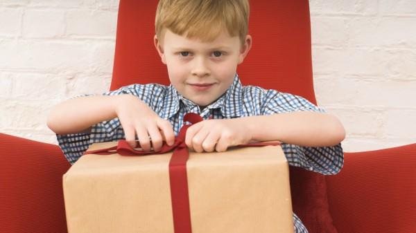 Wann übergibt die DHL Arzneimittel-Pakete an Kinder?