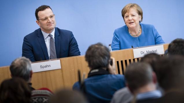 Bundesgesundheitsminister Jens Spahn und Bundeskanzlerin Angela Merkel (beide CDU) haben am heutigen Mittwoch in der Bundespressekonferenz über die aktuelle Lage zum Coronavirus informiert. (m / Foto: imago images / photothek)