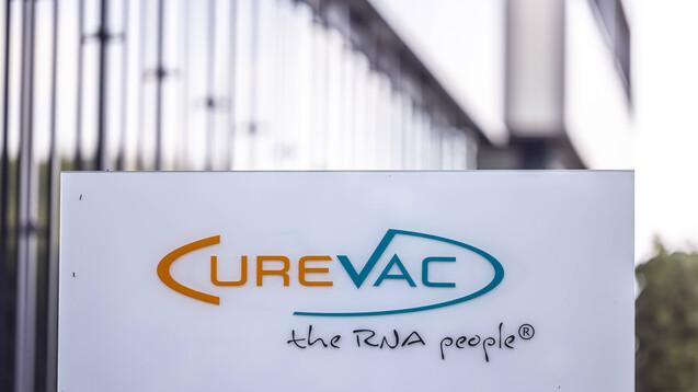 Ungeachtet der nur mäßigen Impfwirksamketi von CVnCoV von 48 Prozent, strebt Curevac die EMA-Zulassung für seinen Corona-Impfstoff an. Allerdings könnte es sein, dass der Impfstoff nur für 18- bis 60-Jährige zugelassen wird, hier liegt die Impfwirksamkeit bei 53 Prozent. (s / Foto: IMAGO / Arnulf Hettrich)