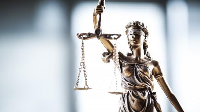 Der Rechtsstreit der Wettbewerbszentrale gegen die Deutsche Parkinson Vereinigung ist formal abgeschlossen – doch für die Apotheker wirkt er faktisch weiter. (Foto: Sebra / Fotolia)