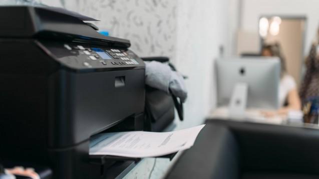 Das Faxgerät lässt sich aus den Arztpraxen nur schwer verdrängen. (Foto: IMAGO / Panthermedia)