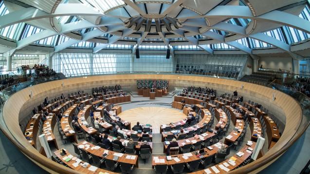 Beim Düsseldorfer Landtag steht am heutigen Mittwoch auch der Bottroper Zyto-Skandal auf der Tagesordnung, doch soll das Thema an den Gesundheitsausschuss verwiesen werden. (Foto: dpa)