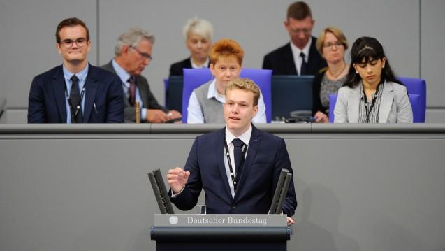 Der Pharmaziestudent Benedikt Bühler (hier beim Planspiel Jugend und Parlament im Bundestag) hat eine e-Petition beim Bundestag gestellt und wird inzwischen von der Noweda unterstützt. (Foto: Deutscher Bundestag)