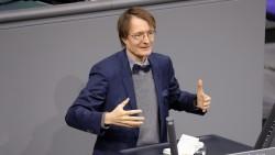 SPD-Gesundheitsexperte Karl Lauterbach freut sich, dass das Rx-Versandverbot nun wohl nicht mehr in Frage kommt. (s / Foto: Imago)