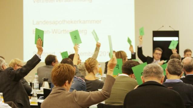 Einstimmig beschloss die Vertreterversammlung der Landesapothekerkammer Baden-Württemberg eine Resolution, mit der sie fordert, den Versand mit verschreibungspflichtigen Arzneimitteln zu verbieten. (Foto: S. Moebius, LAK Baden-Württemberg)