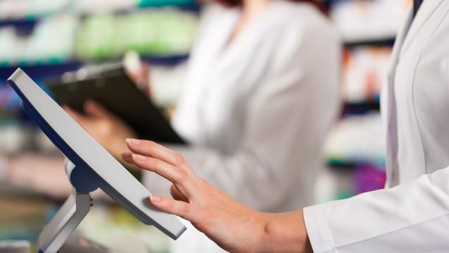 Auch die elektronischen Kassen von Apotheken müsse ab 2020 vor betrügerischen Manipulationen geschützt sein. (Foto: Kzenon / Fotolia)