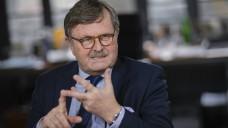 Frank-Ulrich Montgomery, Präsident der Bundesärztekammer, ist gegen Impfungen in Apotheken. Er traut es Apothekern schlichtweg nicht zu. (j/Foto: imago images / photothek)