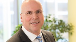 Der langjährige AOK-Manager Johannes Bauernfeind wird Nachfolger von Dr. Christopher Hermann. (c / Foto: AOK)