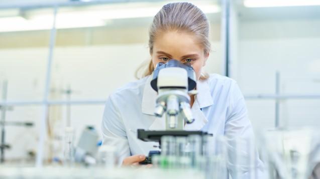 Laut einer Studie im Auftrag des BDI (Bundesverband der Deutschen Industrie) wirken sich Bürokratie und fehlende Digitalisierung negativ auf Forschung und Entwicklung der industriellen Gesundheitswirtschaft aus. (m / Foto: Seventyfour / stock.adobe.com)