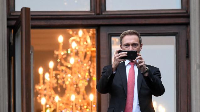 Diese Woche treffen sich die Jamaika-Sondierer wieder in der Parlamentarischen Gesellschaft in Berlin. Dann können Journalisten Politiker auf dem Balkon fotografieren – und Politiker die Journalisten davor. (Foto:dpa)