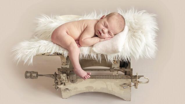 Einer dänischen Studie zufolge beeinflussten während der Schwangerschaft topisch applizierte Glucocorticoide das Geburtsgewicht und die Größe der Neugeborenen nicht. (c 7 Foto: tan4ikk / AdobeStock)