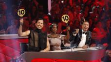 """Jorge González (ganz links im Bild) ist Juror derSendung """"Let's Dance"""" und Testimonial für HennigsFußmassageroller. (Foto: imago)"""