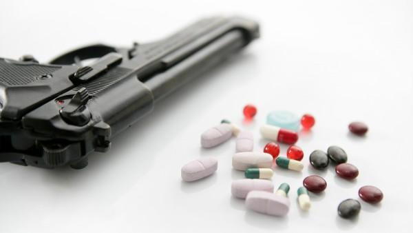 Apothekerin bedroht Kunden mit Pistole