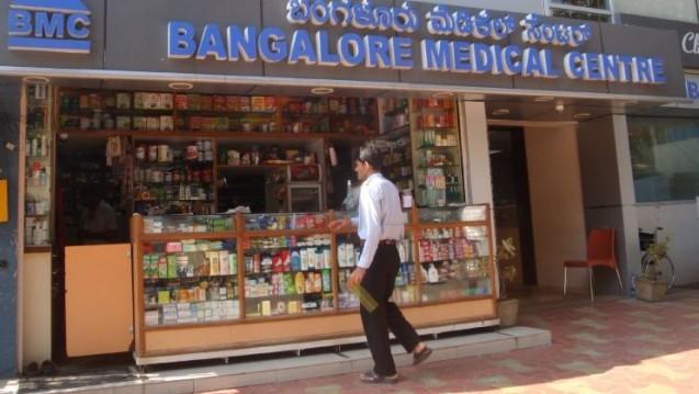 Apotheke in Indien: Kontrolleure im Auftrag der EMA stießen beim Wirkstoffhersteller Anuh Pharma auf diverse Mängel. (Foto: nik / DAZ.online)