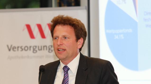 Der Vorstandsvorsitzende Dr. Mathias Flume erläutetet das Maßnahmenpaket des VAWL. (Foto: AKWL)