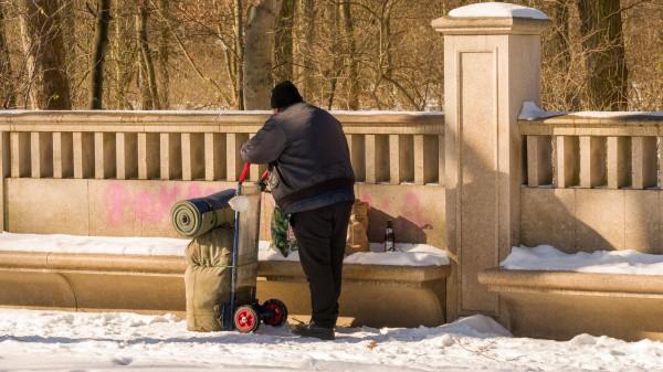 Eine Tüte Alltagshygiene für Obdachlose
