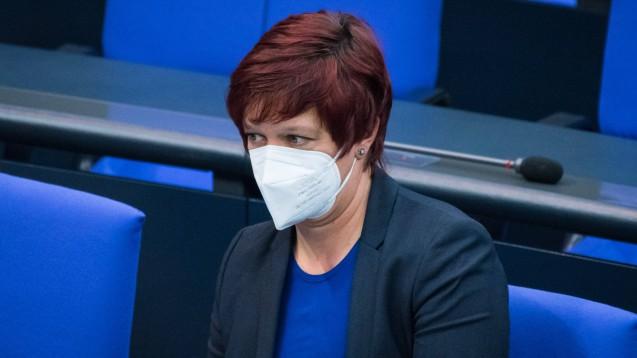 Unter anderem Susanne Ferschl, stellvertretende Vorsitzende der Fraktion Die Linke im Bundestagund Leiterin des Arbeitskreises Arbeit, Soziales und Gesundheit, will die Preise für FFP2-Masken deckeln. (c / Foto: IMAGO / Christian Spicker