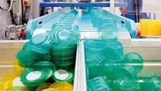 Produktionsstraße für Plastikgeschirr: Grenzwerte für Weichmacher sind festgelegt. (Foto: Alterfalter/Fotolia)