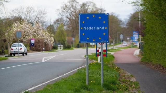 Kurz hinter der Grenze werben niederländische Unternehmen um deutsche Kunden. Arzneimittel wollen ihnen nicht nur Versandapotheken, sondern auch Supermärkte verkaufen. ( r / Foto: hansenn / stock.adobe.com)