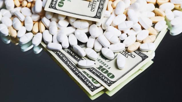 DAZ.online-Autor Thorsten Schüller ist der Frage nachgegangen, warum die Arzneimittelpreise gerade in den USA so hoch sind. (c / Foto: photothek / imago images)