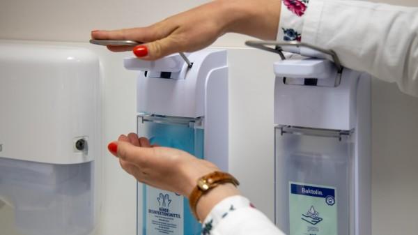 Desinfektionsmittel-Spenden an Apotheken und Hebammen in Rheinland-Pfalz
