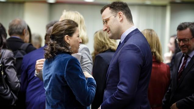 Bundesgesundheitsminister Jens Spahn im Gespräch mit seiner französischen Amtskollegin Agnes Buzyn bei einer Sondersitzung der EU-Gesundheitsminister zum Coronavirus. ( r / Foto: imago images / photothek)