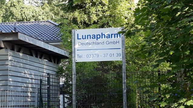 Dem in Mahlow ansässigen Pharmahändler Lunapharm sind weiterhin die Hände gebunden. (c / Foto: DAZ.online)