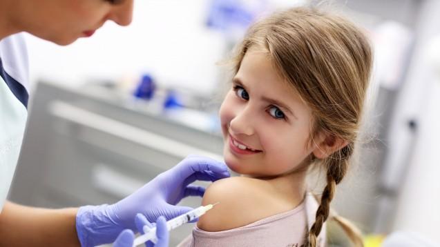 Die WHO sorgt sich, dass HPV-Impfstoffe wohl weltweit immer wieder knapp sind und die Engpässe Impfprogramme ausbremsen. Ein Pausieren der geschlechterübergreifenden Impfempfehlung könnte vorübergehend für Entspannung sorgen. (m / Foto: Kalim / stock.adobe)