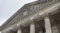 Diese Woche wird das AMVSG abschließend im Bundestag beraten. Für die Apotheker bringt es mehr Geld. (Foto: Külker)