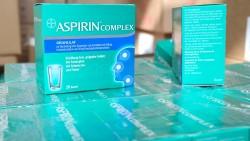 Die 20er-Packung von Aspirin Complex (hier im Bild) ist weiterhin defekt, aber immerhin ist die 10er-Packung derzeit anscheinend lieferbar. ( r / Foto: dpa)