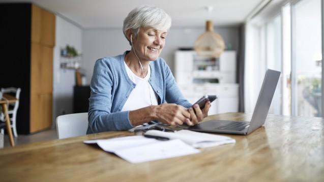Senioren haben oft einen besonderen Beratungsbedarf, wenn es um die Suche von gesundheitsbezogenen Informationen im Internet geht. (p / Foto: imago images / Westend61)