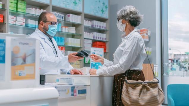 Die meisten Bundesbürger bewerten Apotheken als sichersten Ort vor einer Ansteckung mit dem Coronavirus. (Foto: Gorodenkoff / AdobeStock)