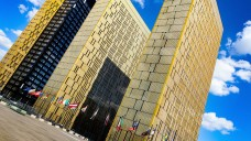 Der EuGH macht bei der Honorarordnung der Architekten weiter. Aus Sicht der Richter verstoßen die Preisgrenzen für Architekten, die hierzulande gelten, gegen die EU-Dienstleistungsrichtlinie. (Foto: imago images / Scheiber)