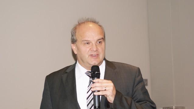 Peter Froese, Vorsitzender des Apothekerverbandes Schleswig-Holstein: Hase und Igel als Motiv für eine Kamgagne der Apotheken im Norden. (Foto: Müller-Bohn)
