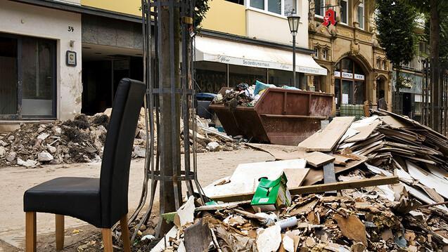 Mehr als drei Monate nach der Flutkatastrophe steht in einigen betroffenen Orten noch immer nicht fest, ob die Apotheken wieder öffnen können. (c / Foto: IMAGO / blickwinkel)