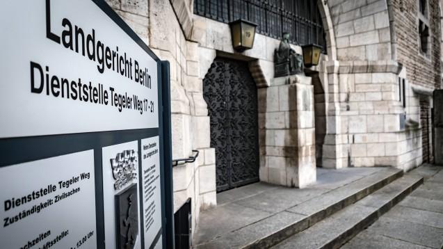 Das Landgericht Berlin hat DocMorris aufgefordert, in Paketen unübersehbar auf die niederländische Unternehmensanschrift hinzuweisen und ein Ordnungsgeld von 10.000 Euro verhängt. (c / Foto: imago images / J.Ritter)