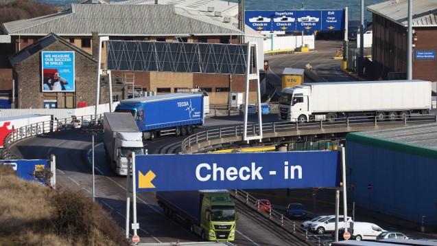 Der Hafen in Dover: Hier dürfen in Zukunft keine Produkte zur Hormonersatztherapie mehr ausgeführt werden, die Regierung fürchtet Lieferengpässe. ( r / Foto: imago images)