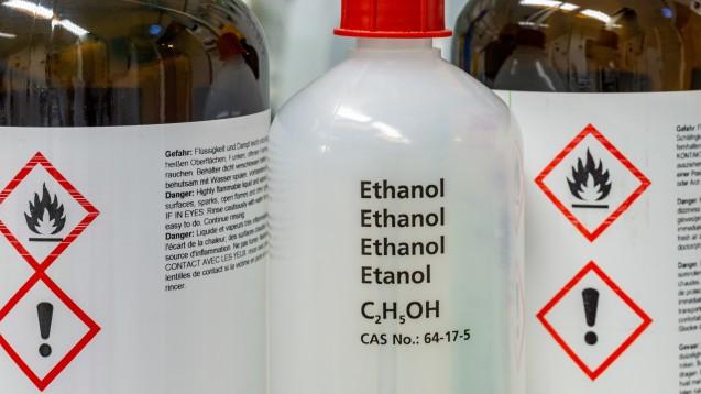 Apotheken dürfen unvergällten Alkohol zur Herstellung von Desinfektionsmitteln steuerfrei verwenden. (m / Foto: tl6781 / stock.adobe.com)